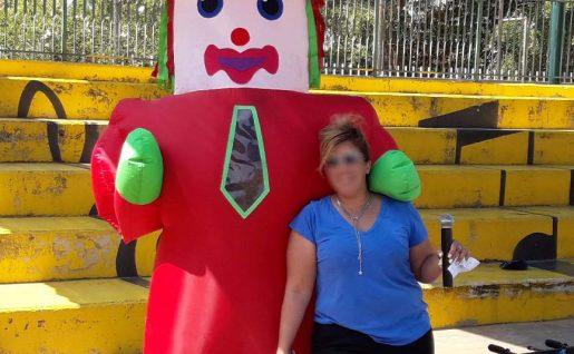 בובת ענק מתנפחת בובה ענקית מתנפחת מגיעה לקבל את פניכם בברכה